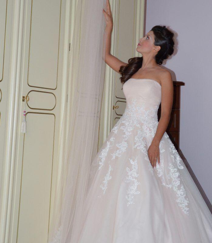 sposa con abito da sposa rosa cipria #blushpink