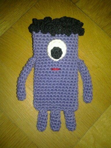 Crochet monster phonecase. DIY