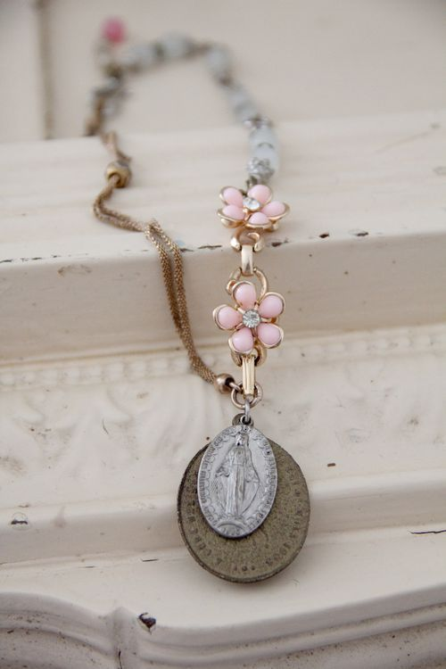 Pretty way to use old jewelry and charms