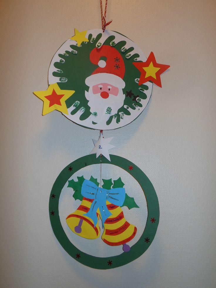 krans boven is voor de kleinere onder ons en de onderste voor de grotere kinderen om te maken. Gebruik stevig papier en de kerstman / kerst klokken heb ik malletjes gemaakt uit een knutseltijdschrift. Je kan ook tekeningen gebruiken om malletjes van te maken of natuurlijk los uit het handje.