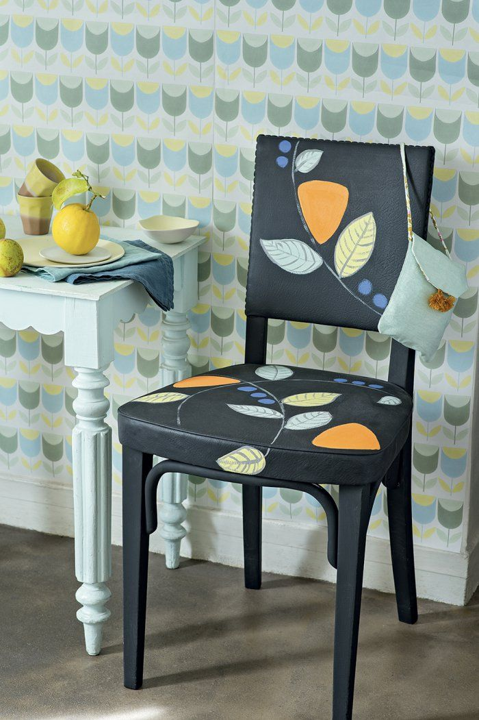 Déco retro : customiser une chaise avec des motifs végétaux
