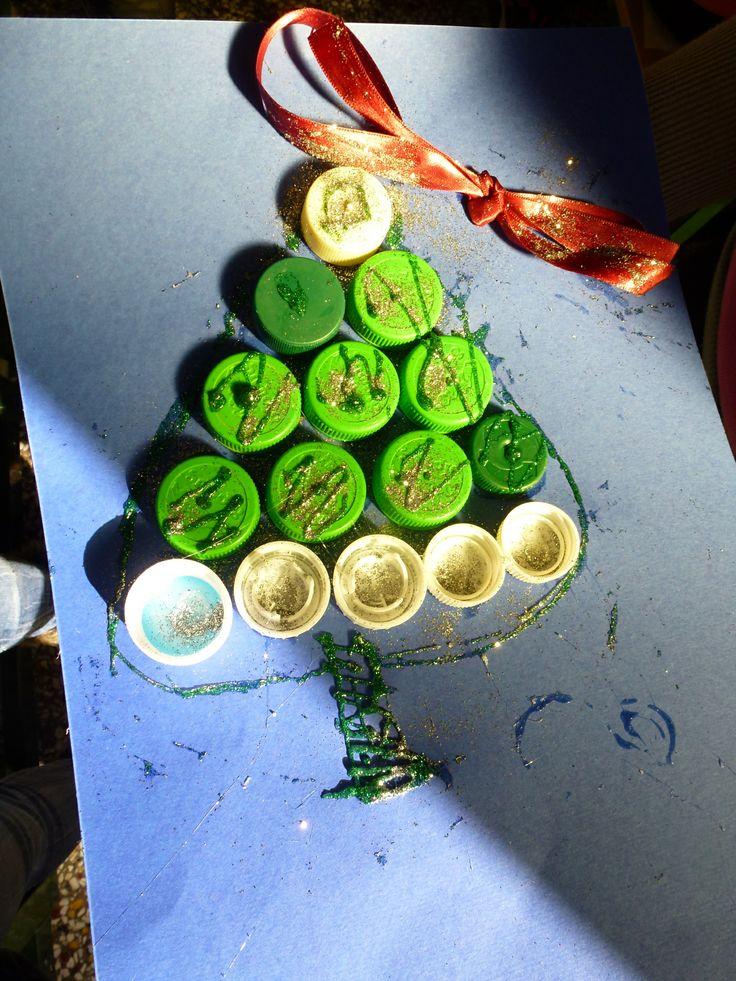 Χριστουγεννιάτικα δέντρα από πλαστικά καπάκια