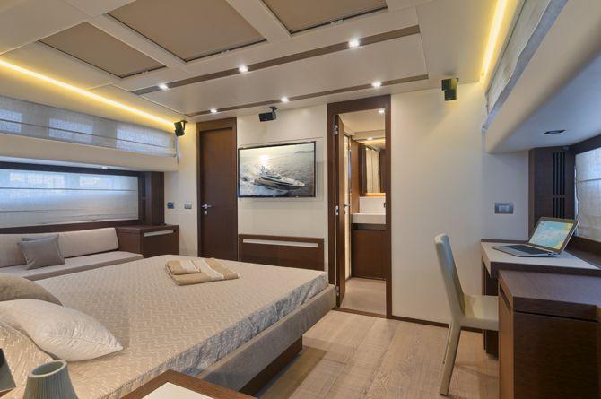 Prestige 750 - Kat Marina - Owner's cabin