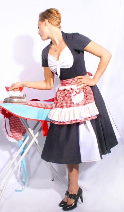 Süße vintage Style Halbschürze im oldschool Diner Design. Die aufwendig verzierten kleinen Herz Taschen, das Band sowie die niedlich Rüschen-Spitze setzen einen perfekten Akzent zum angesagten Karo Muster! Wird in der Taille gebunden, dadurch sehr größenvariabel.   http://goinsane.rakuten-shop.de/suche/?q=schürzen&desktop_view=true  www.facebook.com/go.insane.shop www.twitter.com/goinsaneshop www.gplus.to/goinsane  #retro #40s #50s #apron