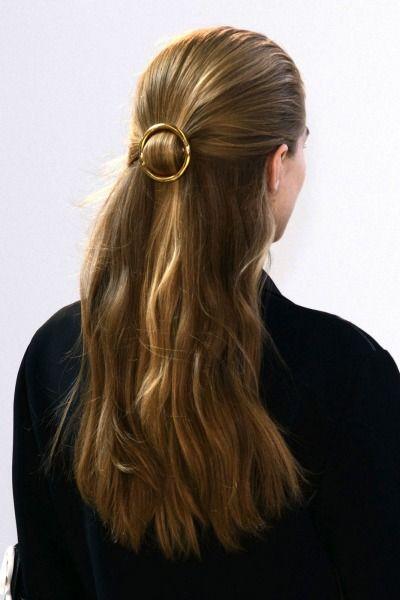 use belt buckle as a hair accessory//