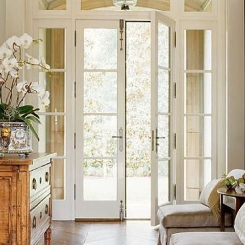 """146 Likes, 5 Comments - Linda D (@thesummerhousestyle) on Instagram: """"Gorgeous light bright entryway in this beautiful home. Pic Source Pinterest #thesummerhousestyle…"""""""