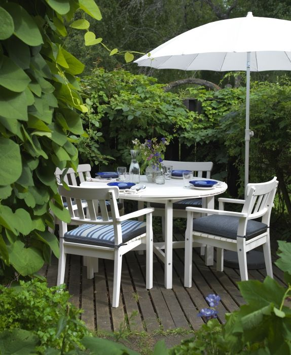The summer is always better, when the family get's together! Enjoy outdoor gatherings with the ÄNGSÖ series.