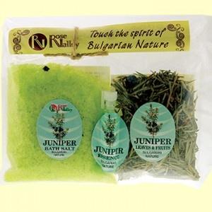 Natural bath set for aromaterapy with juniper essential oil. Set natural de aromaterapie cu ulei esential de ienupar: sare de baie, frunze si fructe de ienupar, ulei esential. Sarea de baie cu ienupar are efect tonfiant, analgezic si antiinflamator. Ienuparul ajuta  in lupta cu celulita, are efect detoxifiant si imbunatateste metabolismul.