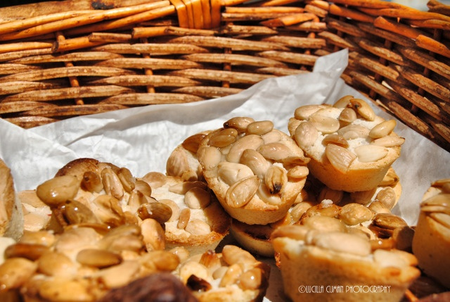 Do you want to taste almond biscuits in Lecce?Contact me!Photo Food Walk! See,shoot and taste!https://www.facebook.com/LucillaCumanPhotography
