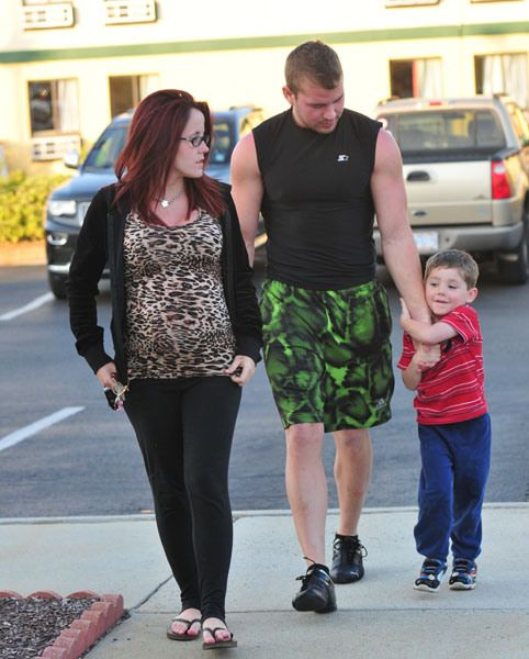 Eating For Two! 'Teen Mom' Jenelle Evans Goes On Dinner Date With Boyfriend Nathan And Son Jace | Radar Online