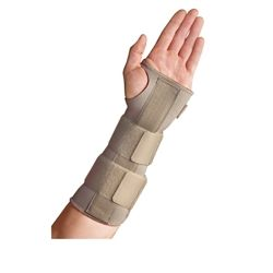 Perfect during recovery from injuries such as tendonitis in the wrist and repetitive strain injuries (RSI), this Thermoskin Wrist Forearm Splint immobilises the wrist and provides relief for tendons and ligaments.