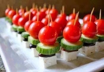 Greek village salad... souvlaki! - Χωριάτικη σαλάτα... σουβλάκι! | Smile Greek