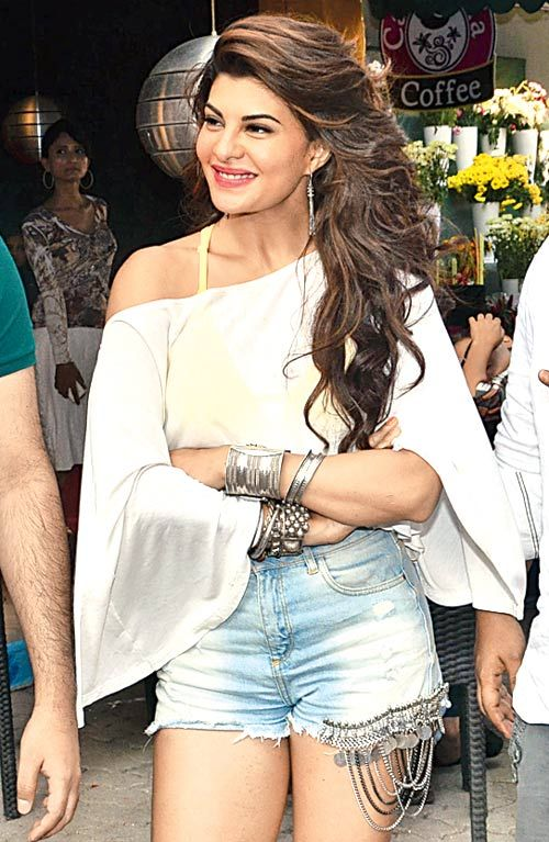 Spotted: #JacquelineFernandez at a #song shoot of '#Roy'  See here: http://goo.gl/8jRWbB