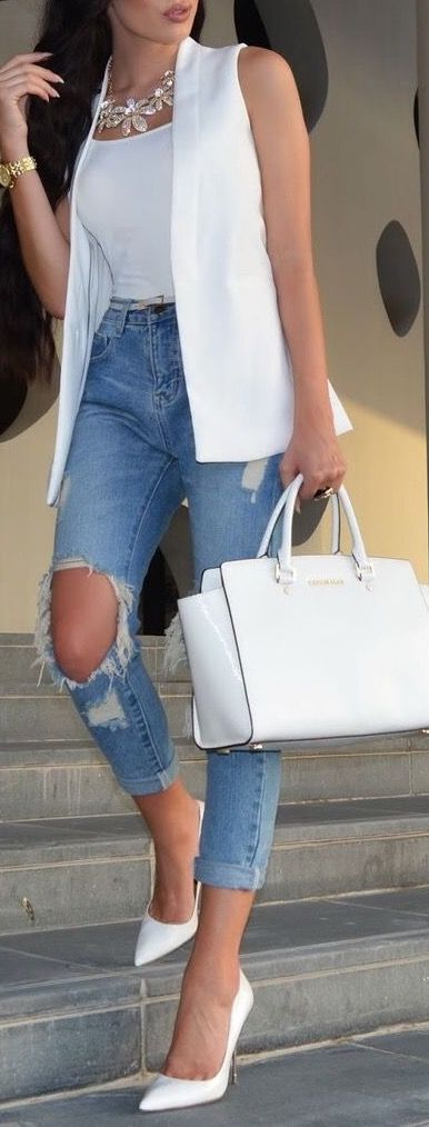 White vest and white bag