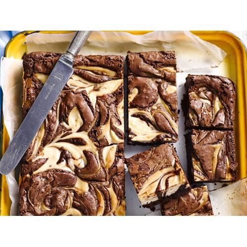 Gluten-free chocolate cheesecake brownie recipe. Rich and creamy cheesecake slice with chocolatey swirls makes an indulgent mid-afternoon treat. #Easy #American #Slice #Dessert #Chocolate