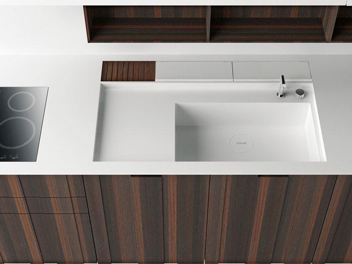 Nice minimalistic counter. I LOVE corian :D