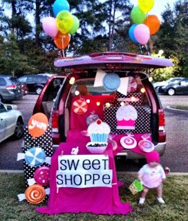 Artsy Fartsy Shopaholic: Happy Halloween! Cupcake Bakery Trunk or Treat