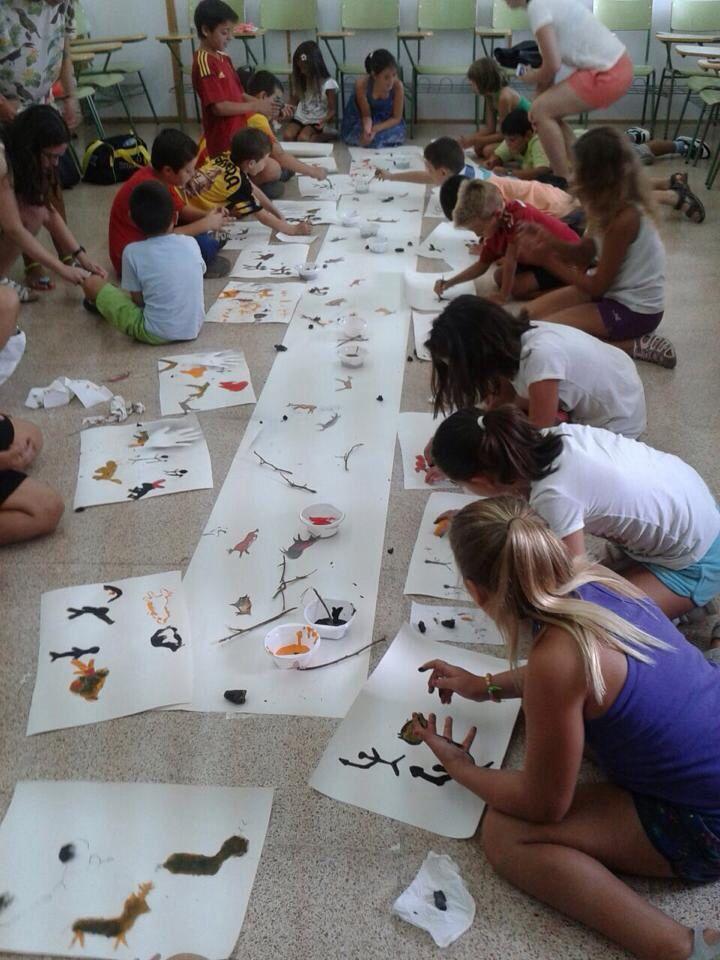 Taller didáctico para niños de arte rupestre en Enguera. 05/08/2014 #CaminArt #niños #prehistoria #taller
