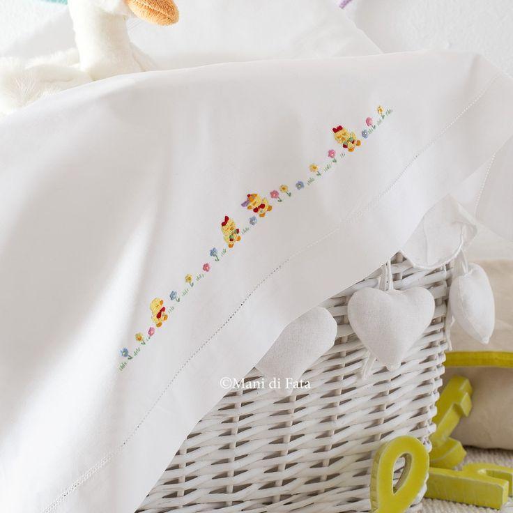 Cotone disegnato per realizzare il lenzuolino culla completo con federa con pulcini da ricamare a punti vari