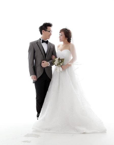 Bubz got the most beautiful pre-wedding photos. I love this idea.