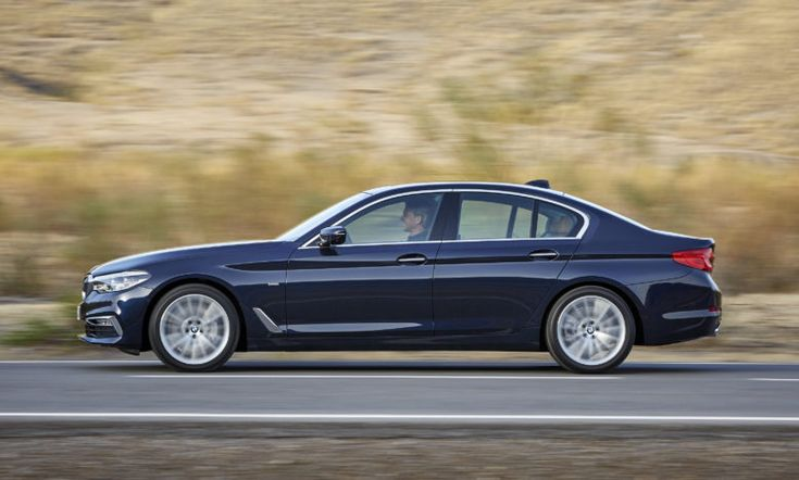 2017 BMW 5-Series is 3 centimeters longer and up to 100 kilograms lighter compared to the predecessor.