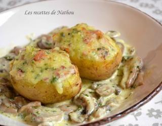 Recette - Pommes de terre farcies au lard et Reblochon, champignons à la crème | 750g