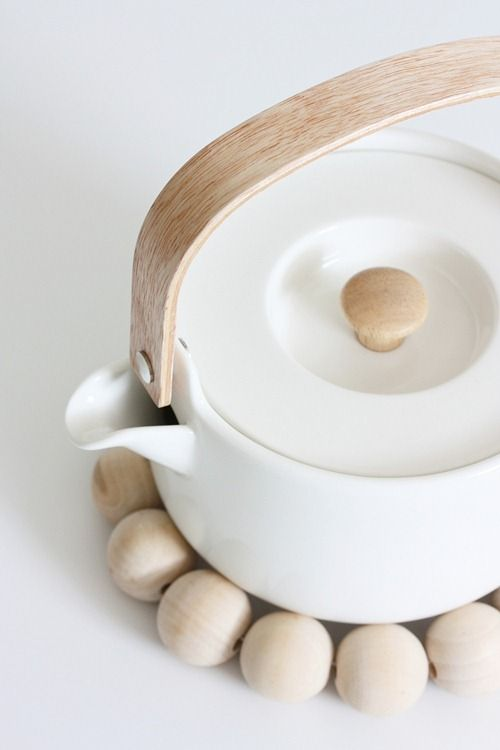 Well, of course. You have to offer tea to your guests with this simple yet elegant teapot.