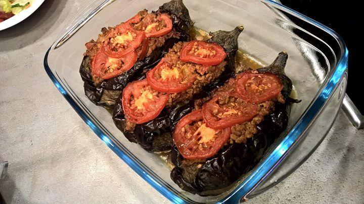 Dieses Rezept müsst ihr probieren!  Gefüllte Auberginen nach tükischer Art  http://www.gregkocht.de/recipes/927/Karniyarik---Mit-Hackfleisch-gef%C3%BCllte-Auberginen-t%C3%BCrkische-Art