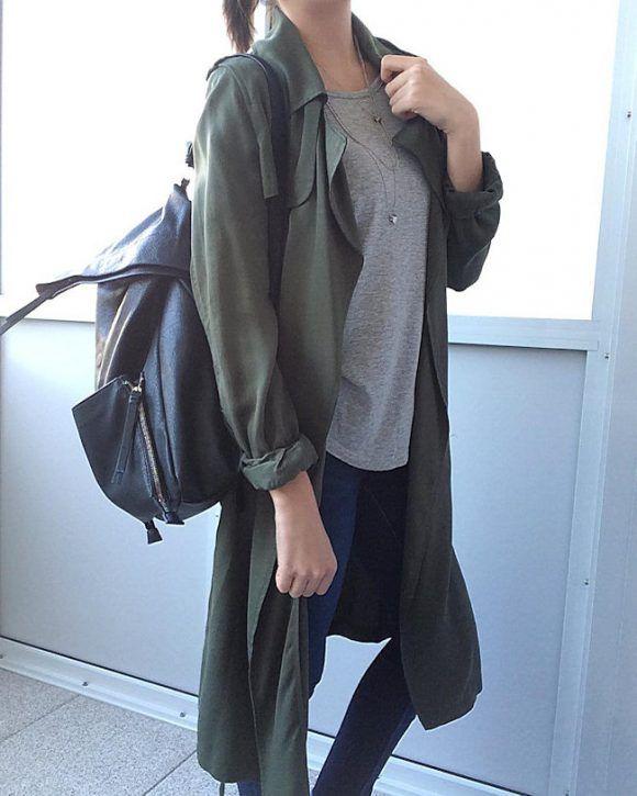 Look casual avec un trench kaki fluide et un sac à dos noir imitation cuir : http://www.taaora.fr/blog/post/comment-etre-stylee-avec-un-sac-a-dos-noir-noir-look-casual-trench-kaki
