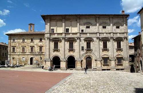 Palazzo Nobili Tarugi, Montepulciano (Siena); it used to be attributed to Antonio da San Gallo the Elder, but now it is more commonly supposed to be a juvenile project by Jacopo Barozzi da Vignola built in the initial decades of XVI c.