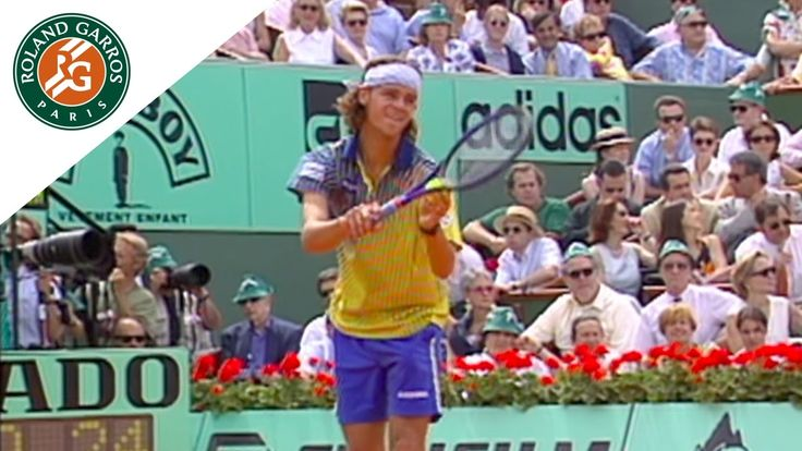 Gustavo Kuerten v Sergi Bruguera Highlights - Men's Final I Roland-Garro...