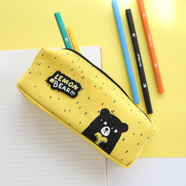 Who said that a pencil case has to look boring? Let this cute bear design bring smile to your face while storing everything you need inside.