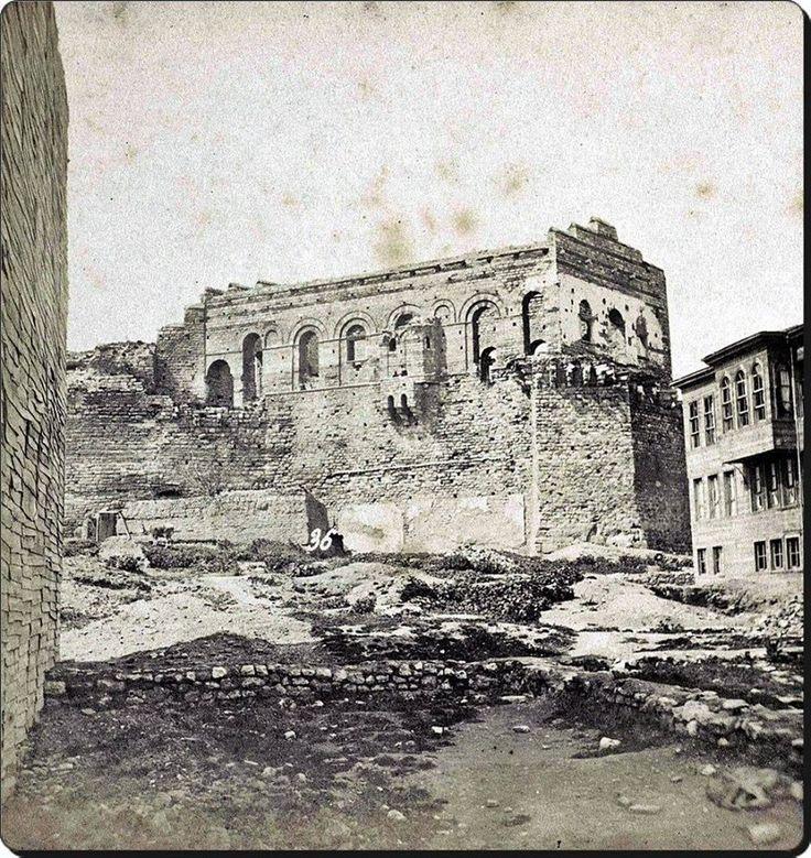 """Tekfur Sarayı - 1860 - 70 yılları.Dünyaca ünlü """"kaşıkçı elması""""  """"Tekfur Sarayı""""nın çöplüğünde bulunmuştur."""