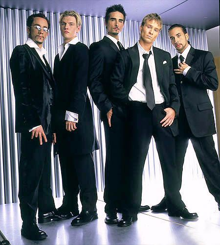 Kevin Richardson is making his return to Backstreet Boys... PERMANENTLY! Oh... and they are talking about ANOTHER NKOTBSB tour! Oh yes!! Happy Monday ladies :)