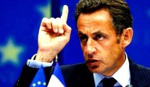 Lors du sommet social du 10 mai 2010, alors que la dette publique de la France dépasse les 80 % du PIB, Nicolas Sarkozy annonce son intention de « redresser les finances publiques », un objectif qui était déjà celui de son gouvernement « avant la crise financière ». Le 26 juin suivant, à l'occasion du G20 de Toronto, il manifeste son opposition à un plan de rigueur sévère en France et en Allemagne, se prononçant pour des ajustements budgétaires « progressifs » à partir de 2011, avec « pas…