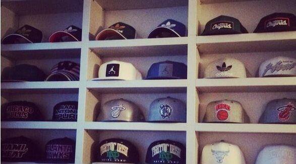 Icardi presentó su dotada colección de gorras