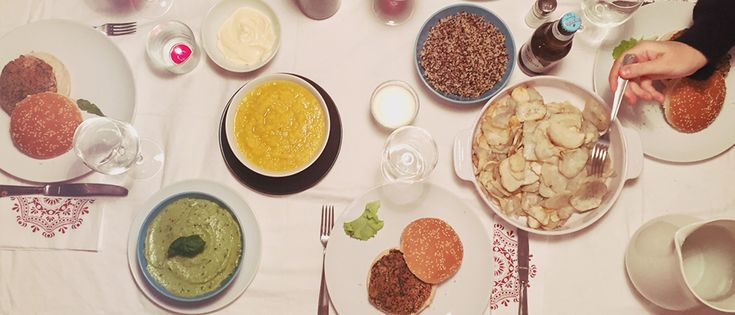 Il pigiama food party è un'idea originale per passare una piacevole serata in compagnia delle tue amiche a base dichiacchere, buon ciboerelax.