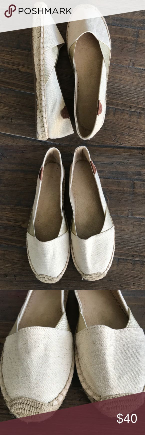 Sperry Katma Cape Gold Metallic Espadrille shoes Women's Sperry Katma Cape Gold Espadrille shoes, size 9. They do not come with a box. They haven't been worn, just tried on. Style number is STS95780 Gold. They are canvas on top, with tan and cream colors and gold metallic. The stretch material on the middle sides is gold elastic. Lightly padded leather insoles, rubber sole great for wet surfaces. Brown Sperry label tag on the back outer part of each shoe. Sperry Top-Sider Shoes Espadrilles