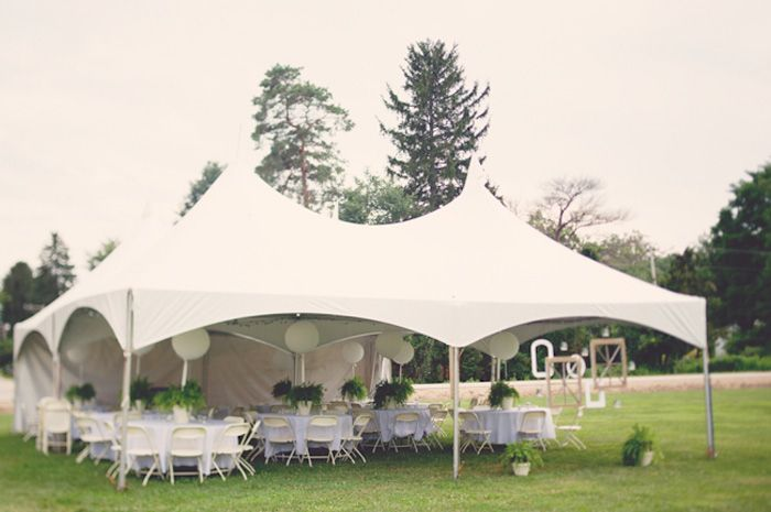 The marquee tent is a cross between the pole tent and the frame tent.  Source: Bridal Musings #weddingtent #reception See www.intimateweddings.com for more details.