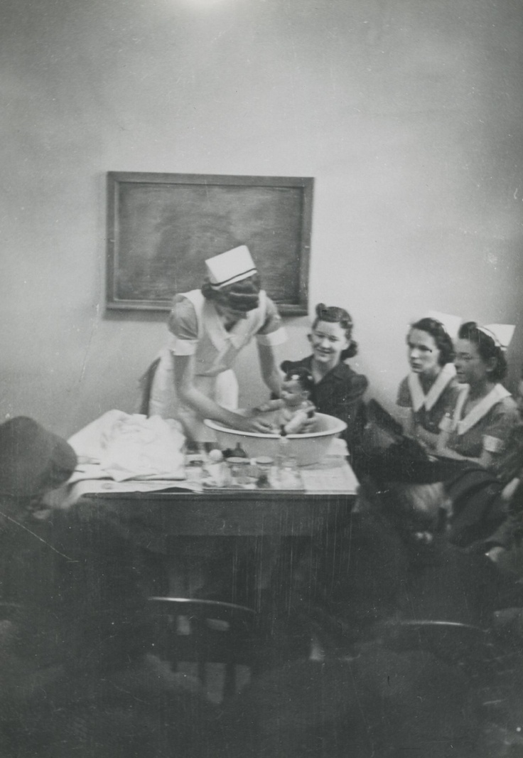 A senior nursing student teaches a group of expectant mothers in the outpatient department of the Vanderbilt University Hospital. This is one of her practice activities during her four months' study of the principles and practice of obstetric nursing. (1941)
