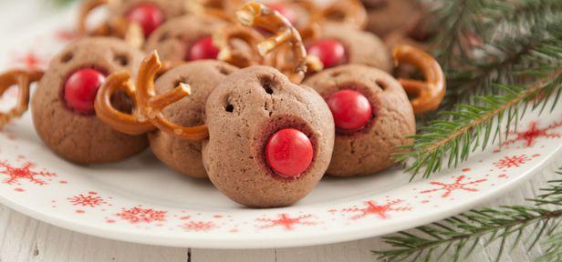 Kinder lieben Weihnachtsplätzchen und helfen gerne beim Backen mit. Hier finden Sie einfache Rezepte für kinderleichte Weihnachtsplätzchen sowie Tipps für die Familienbackstube