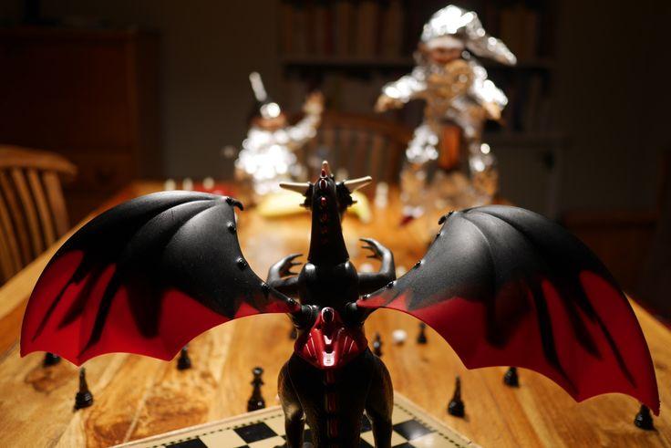 La bête affrontée par nos chevaliers: le dragon Playmobil dans toute sa splendeur.