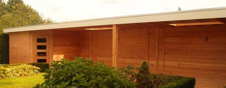 -9- Maatwerk modern tuinhuis met veranda overkapping luifel met plat dak en overstek van lariks douglas en eiken hout wijchen nijmegen