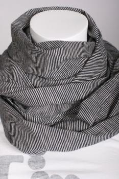 Already loving this Kuyichi scarf.