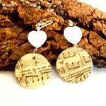 MELLIFLEURS handmade earrings.Made in Italy.Orecchini fatti a mano,pezzi unici,madreperla decoupage note musicali,cuore di agata bianca..