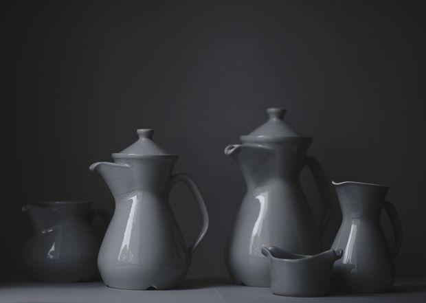 Vintage Grey Porcelain. Rorstrand coffee pots and a small bowl by Stig Lindberg for Gustavsberg// Photo Pernilla Hed