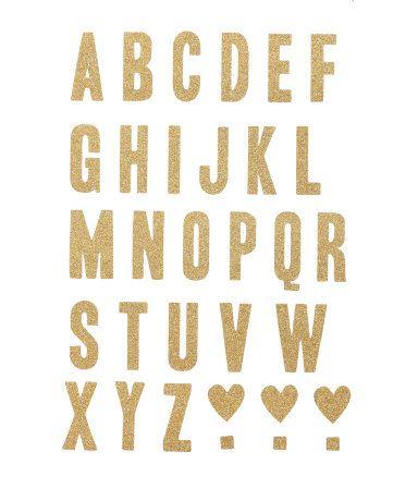 Självhäftande, glittriga väggdekorationer i form av alfabetet. Paketet innehåller 3 ark med 32 stycken klistermärken vardera. Bokstävernas storlek ca 2x4,5 cm.