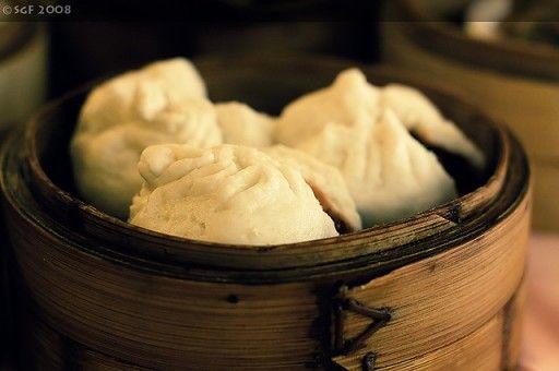 Kantonese, gestoomde dumplings. Ze worden meestal geserveerd als dim sum en meestal gevuld met op de barbecue geroosterd varkensvlees