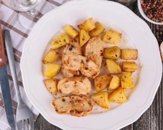 Aiguillettes de poulet et pommes de terre sautées à l'ail pour 1 personne : http://www.fourchette-et-bikini.fr/recettes/recettes-minceur/aiguillettes-de-poulet-et-pommes-de-terre-sautees-a-lail-pour-1-personne