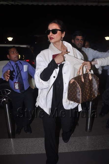 Rekha spotted at the airport as she heads for IIFA 2012 http://shar.es/qTV57